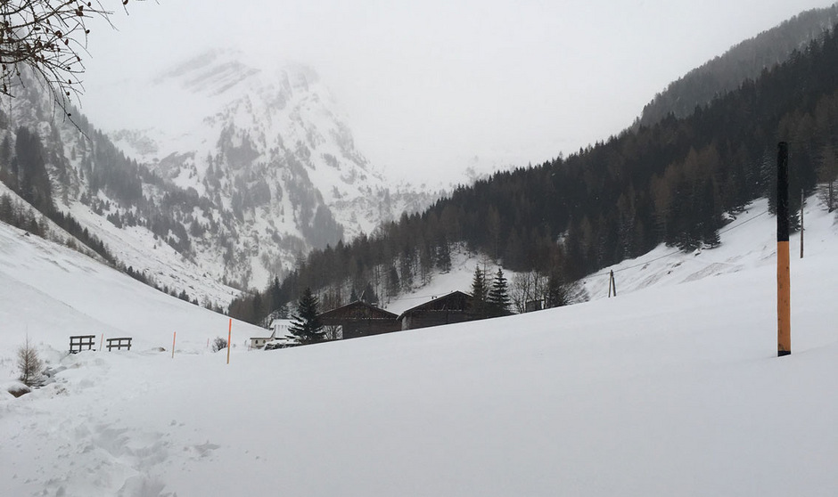Das Venntal ist tief verschneit. Die Gemeinde ist nicht mehr bereit, die Gesamtkosten für die Schneeräumung der Privatstraße zu übernehmen.
