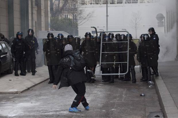 Neue Angriffe auf die Polizei in Paris.