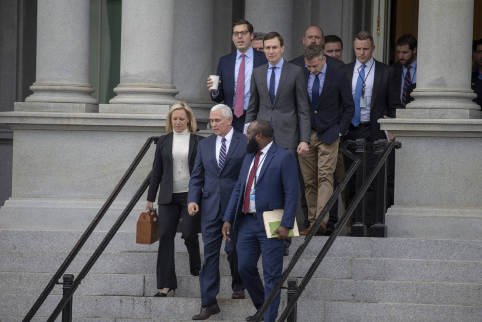 Vizepräsident Pence (vorne Mitte) verhandelte mit den Demokraten - ohne Erfolg.