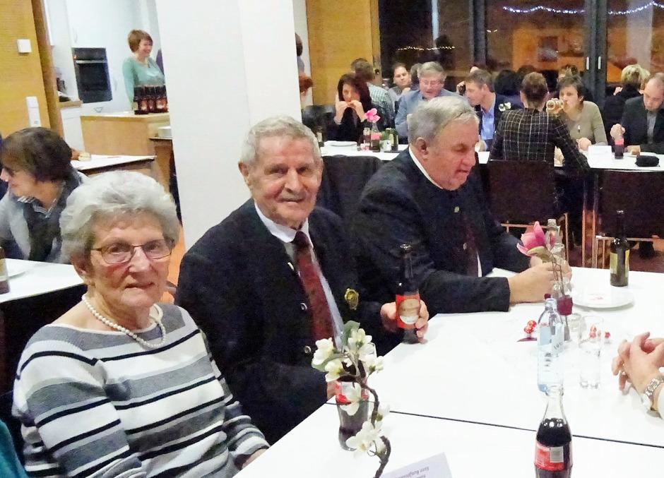 Die Ehrenzeichenträger Hans Greuter und Arnold Happacher mit Lebensgefährtin Getrud (v. r.) waren ebenfalls zum Empfang geladen.