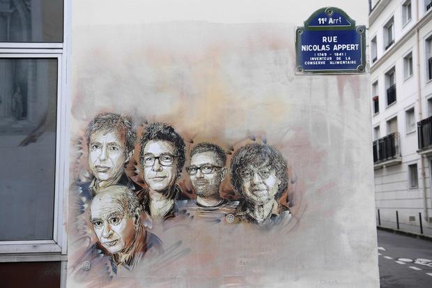 Porträts der getöteten Mitarbeiter des Magazins in Paris.