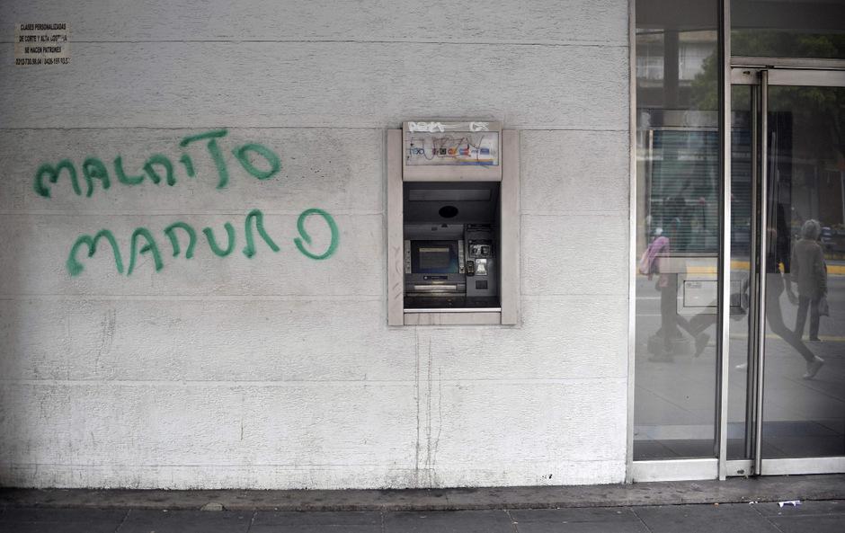 """""""Verdammter Marduro"""" hat ein Gegner des Präsidenten an eine Wand in Caracas gesprüht."""