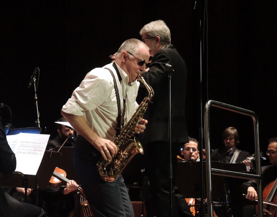 Virtuose am Saxophon ? Florian Bramböck verlieh dem Neujahrskonzert von InnStrumenti eine jazzige Note.
