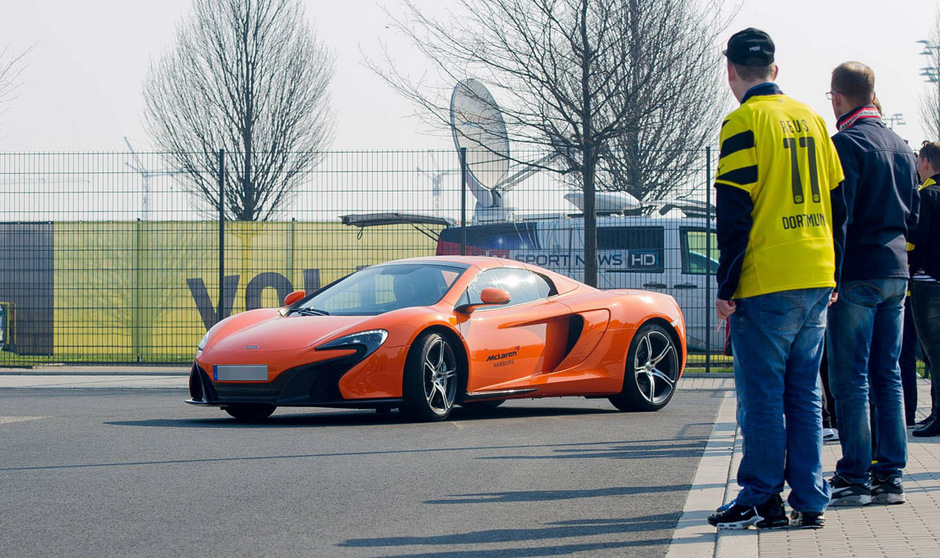 Pierre-Emerick Aubameyang sorgte zu seiner Dortmund-Zeit mit teuren Luxus-Autos stets für Aufsehen. Den orangen McLaren tauschte der Gabuner später gegen einen goldenen Lamborghini.