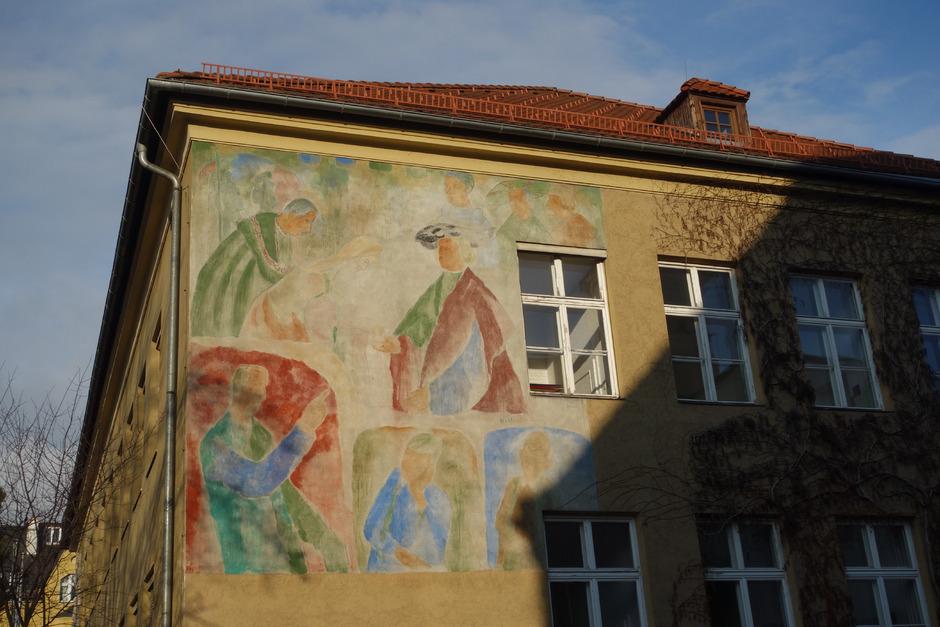 Kaiser Maximilian I. hat in Hall vielfältige Spuren hinterlassen ? nicht nur auf dem Max-Weiler-Fresko bei der ehemaligen NMS Europa.