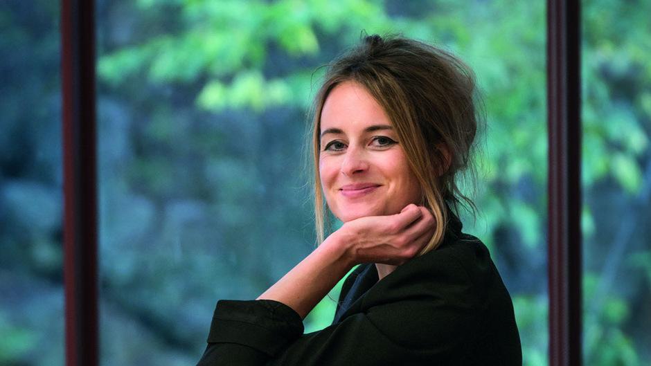 """Teresa Präauer, Jahrgang 1979, wurde für ihren ersten Roman """"Herrscher aus Übersee"""" (2012) mit dem aspekte-Literaturpreis ausgezeichnet, 2017 erhielt sie den Erich-Fried-Preis."""