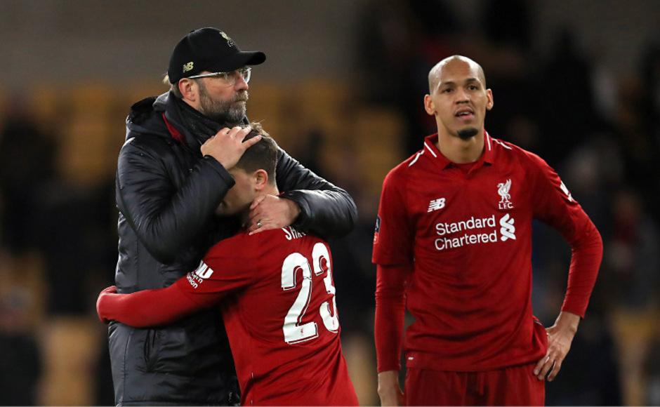Liverpool-Coach Klopp musste seine Spieler nach der Niederlage trösten.