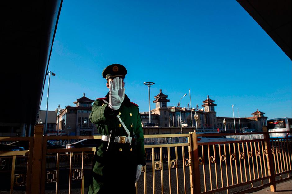 Der Bahnhof in Peking wurde streng bewacht. Am Morgen kam der Sonderzug aus Nordkorea an.