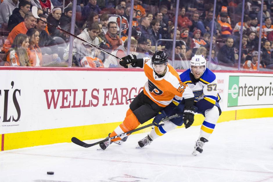 Flyers-Crack Shayne Gostisbehere (53) hatte auch gegen die St. Louis Blues mit David Perron das Nachsehen.