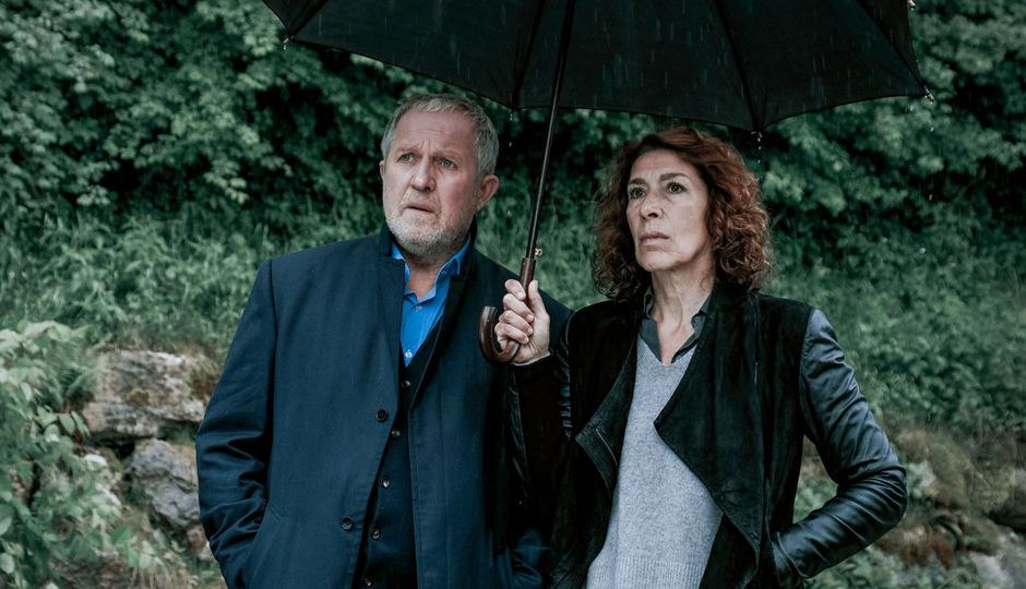 """Das """"Tatort""""-Ermittlerduo Moritz Eisner (Harald Krassnitzer) und Bibi Fellner (Adele Neuhauser) werden zu einem rätselhaften Mordfall ins Salzkammergut gerufen."""