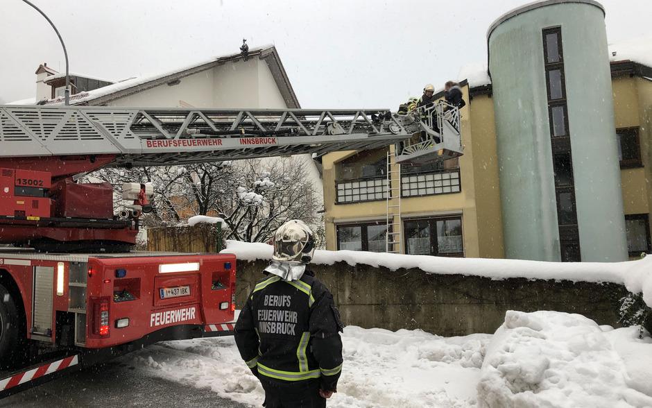 Eine Kerze löste am Dienstag einen Wohnungsbrand in Mühlau aus.