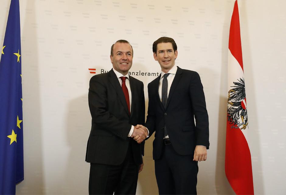 Der Spitzenkandidat der Europäischen Volkspartei Manfred Weber und Bundeskanzler Sebastian Kurz (ÖVP) bei einer Presskonferenz am Neujahrstag in Wien.