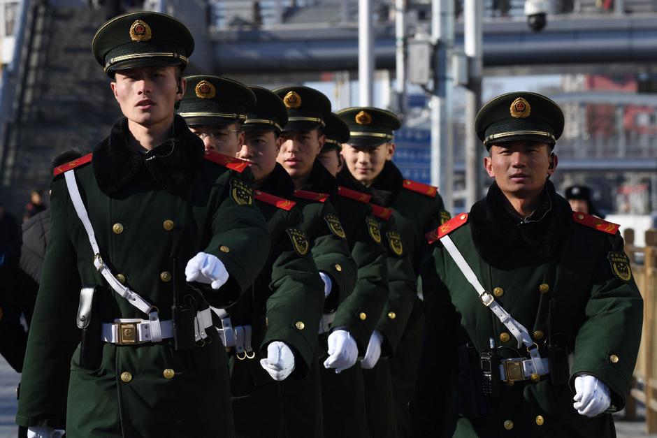 Sicherheitskräfte sicherten in Beijing den Bahnhof, an dem Kim Jong-un mit seinem eigenen Zug ankam.