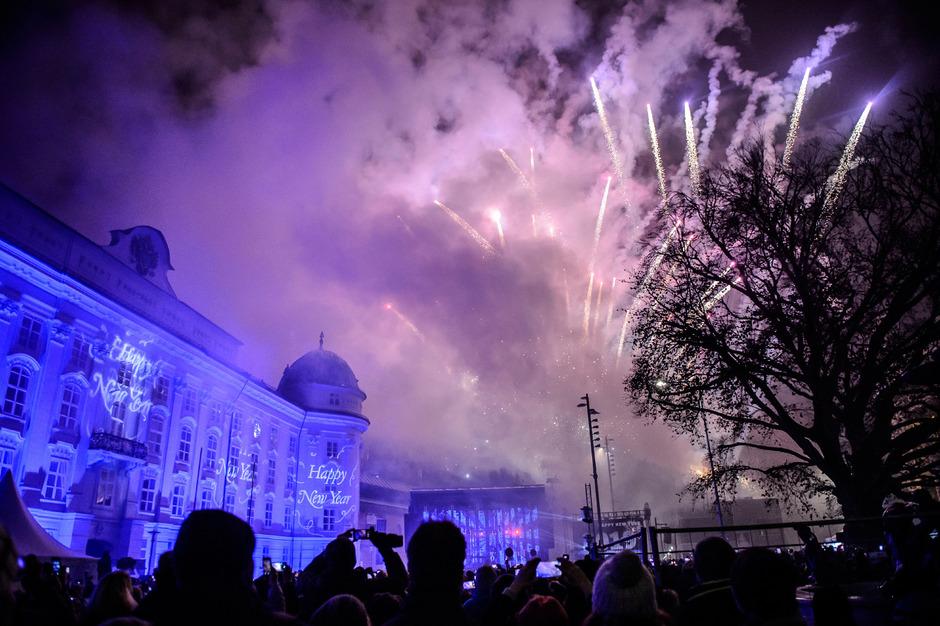 Ein letztes Feuerwerk in der Stadt? Im kommenden Jahr sollen die Raketen durch eine Lasershow ersetzt werden.