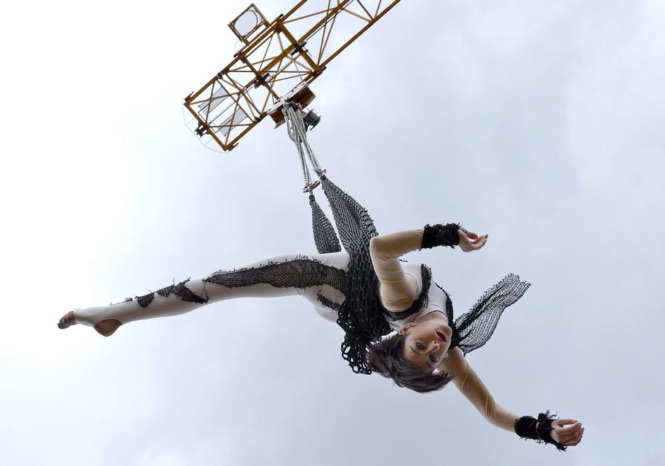 Der Schweizer Traditionszirkusdynastie Circus Louis Knie mit einem spektakulären Trapezprogramm. (Archivfoto)
