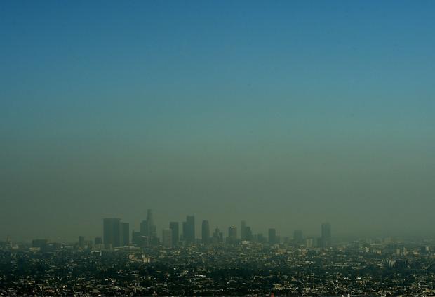 Die Skyline von Los Angeles unter einer dicken Smog-Decke.