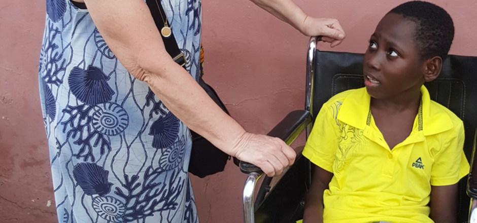 Als Elisabeth Cerwenka den kleinen Eric im April 2018 besuchte, war er noch auf seinen Rollstuhl angewiesen.