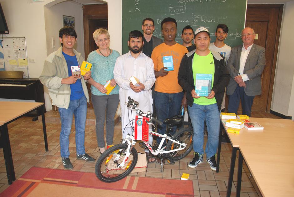 Erinnerung an das Asylwerberheim Kaifenau: Es gab Deutschkurse, der Rotary Club Landeck-Imst hatte Lernhilfen gespendet, Lehrer waren ehrenamtlich im Einsatz. Das Bild entstand im Juni 2016.