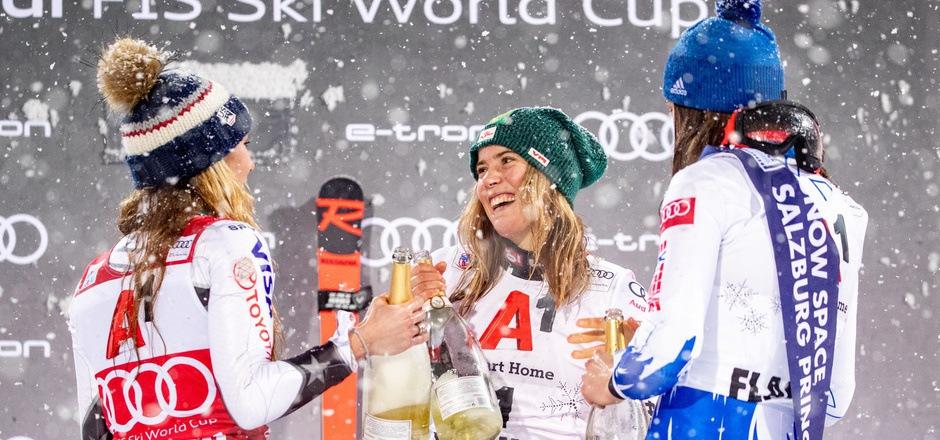An der Seite der Slalom-Königinnen Mikaela Shiffrin (l.) und Petra Vlhova (r.) feierte Katharina Liensberger ihren ersten Podestplatz im Weltcup.