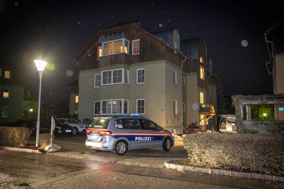 In diesem Mehrparteienhaus wurde die Frau erstochen. Als Tatverdächtiger gilt der 37-jährige Ehemann des Opfers.