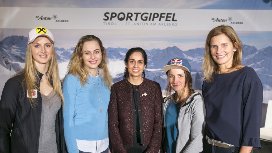 Nina Ortlieb, Sophia Flörsch, Monisha Kaltenborn (beide Motorsport),Nadine Wallner, Kathrin Müller-Hohenstein.
