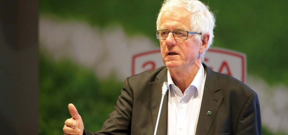 """Wacker-Präsident Gerhard Stocker will seinen Herzensverein in ruhige Gewässer führen: """"Einen kleinen Sog kann ich schon feststellen."""""""