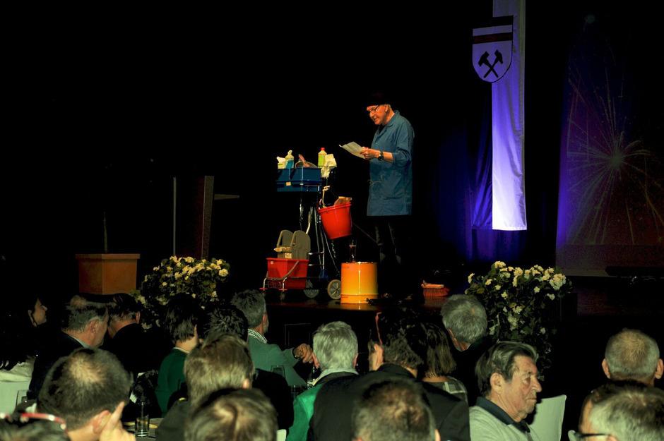 Peter Hörhager sorgte beim Neujahrsempfang der Stadt Schwaz mit einem lustigen, aber auch kritischen Jahresrückblick für viele Lacher.