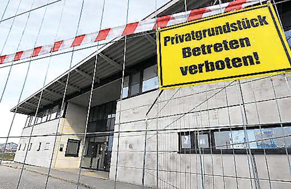 Die Mitarbeiterin soll die Verbringung der Jugendlichen nach Drasenhofen organisiert haben.