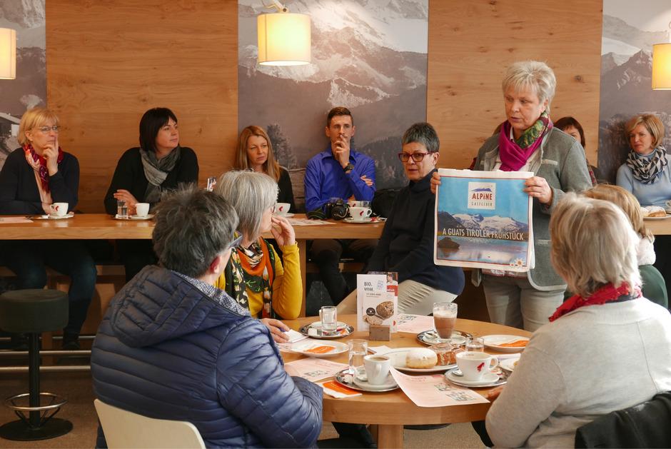 """Theresia Rainer wirbt für die Privatvermieter-Initiative """"A guats Tiroler Frühstück"""", die gerade in Osttirol gestartet ist."""