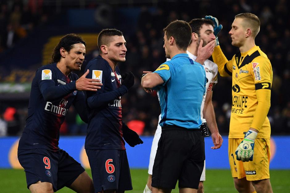 Die PSG-Stars Edinson Cavani (l.) und Marco Verratti haderten beim Cup-Aus mit dem Schiedsrichter.