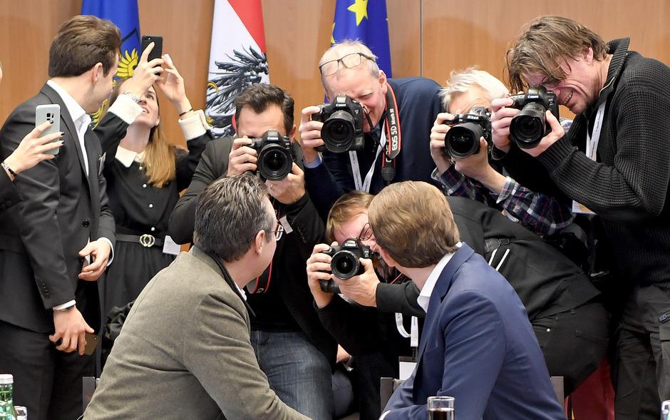 Kanzler Kurz (ÖVP) und Vizekanzler Strache (FPÖ) beim gemeinsamen Fototermin in Mauerbach.