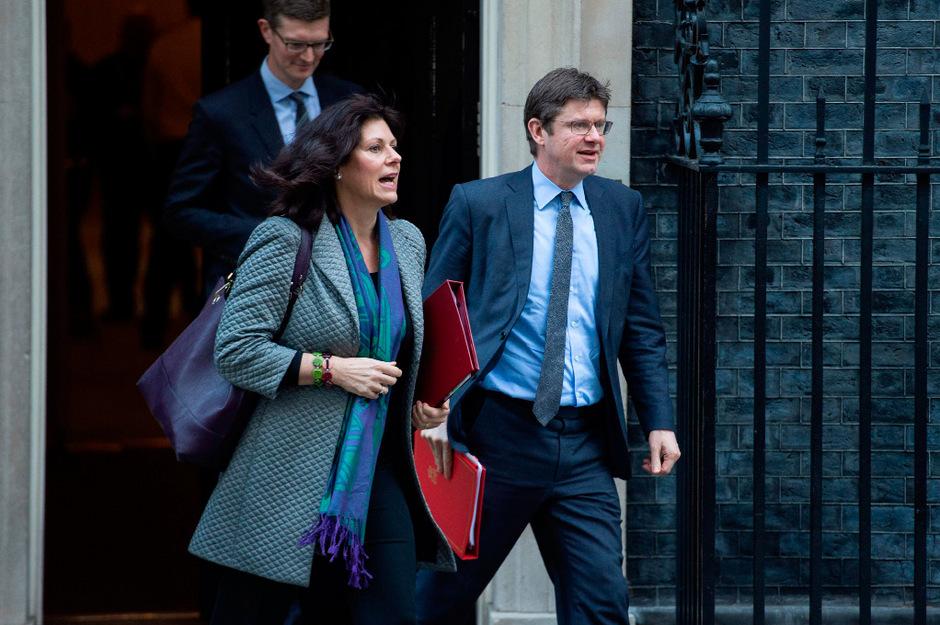 Der britische Wirtschaftsminister Greg Clark (r.) und die Energieministerin Claire Perry.