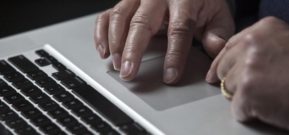 Per Mail versuchen die Erpresser, die Empfänger mit Drohungen unter Druck zu setzen.