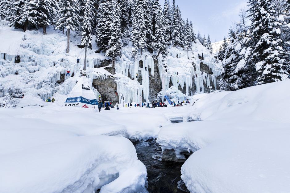 Im Eispark unweit des Matreier Tauernhauses findet heute und morgen das 4. Eiskletterfestival statt. Es kann an beiden Tagen frei geklettert werden.