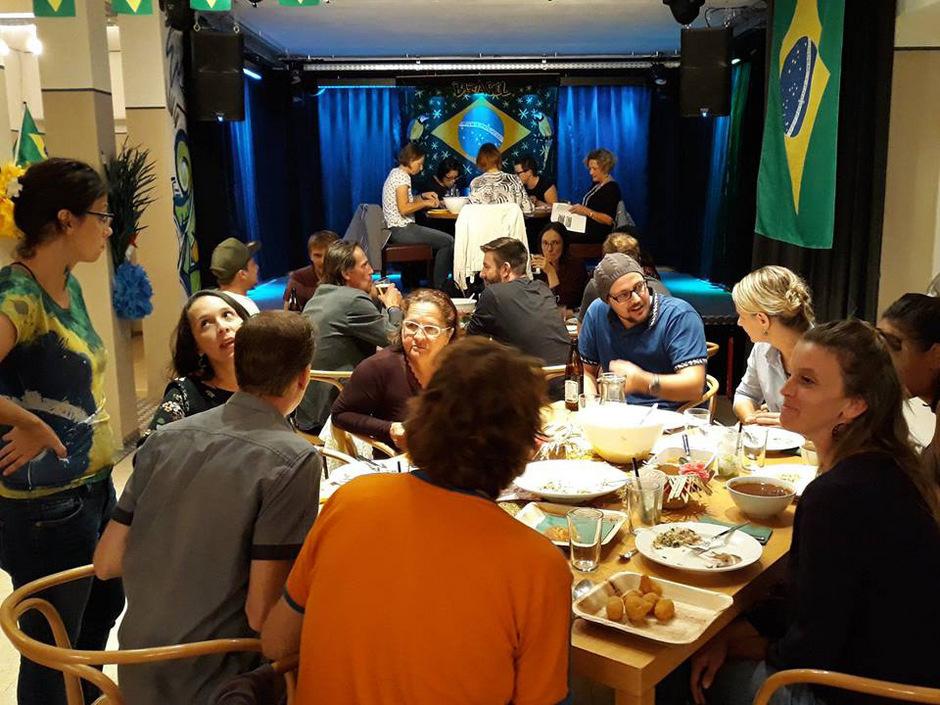 Volles Haus auch beim Brasilien-Dinnerclub: Bis zu 25 Personen können in der Zone speisen.