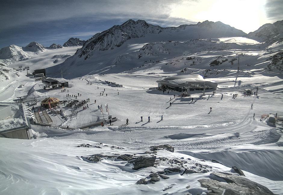 90 Prozent der Pisten am Gletscher und am Rifflsee stehen zur Verfügung, rechtfertigen die Gletscherbahnen die Kartenpreise.