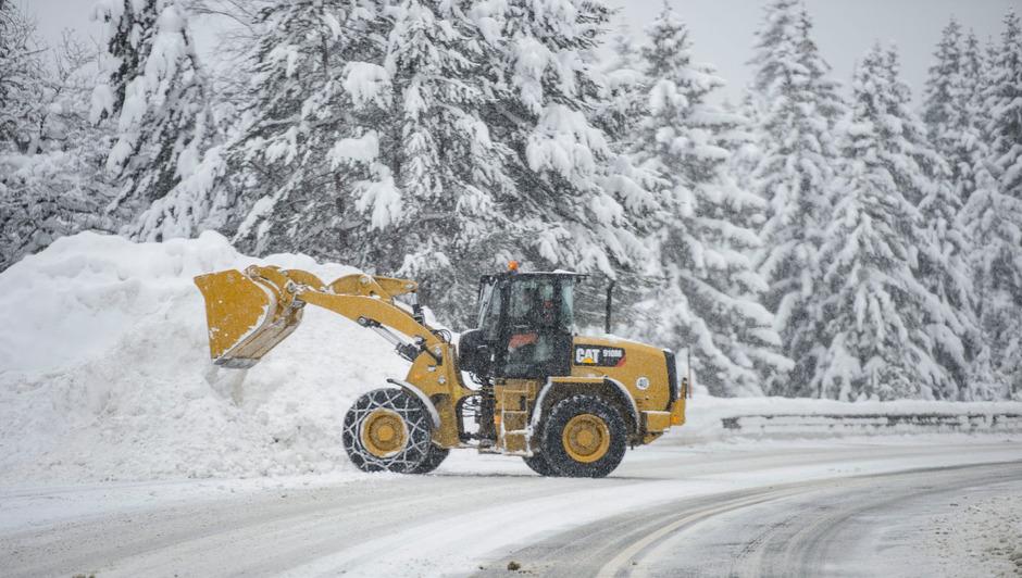 Die Schneemassen forderten in Österreich bereits mehrere Todesopfer. Die Lage bleibt kritisch.