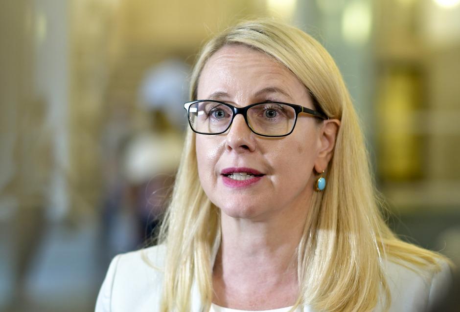 Die digitalen Kompetenzen in allen Bereichen ausbauen will die Tiroler Ministerin Schramböck.