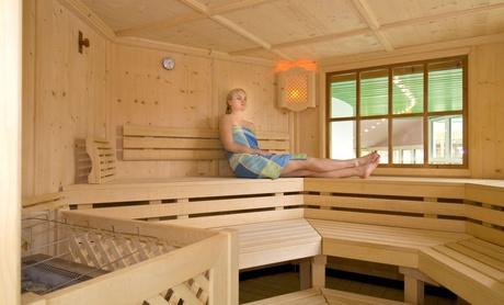 Die Saunalandschaft lädt zum Entspannen ein.