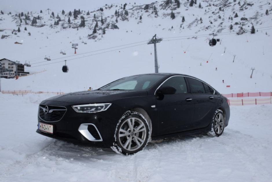 Kaum aus der Ruhe zu bringen und doch sehr dynamisch: der Opel Insignia GSi Grand Sport.