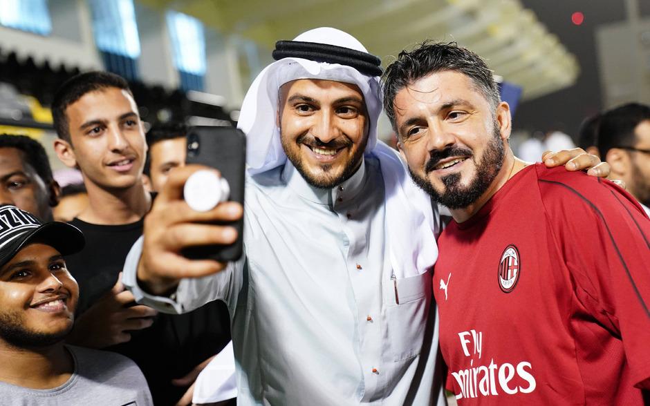 """Milan-Trainer Gennaro Gattuso posierte beim """"Meet and Greet"""" mit den saudischen Fußball-Fans."""