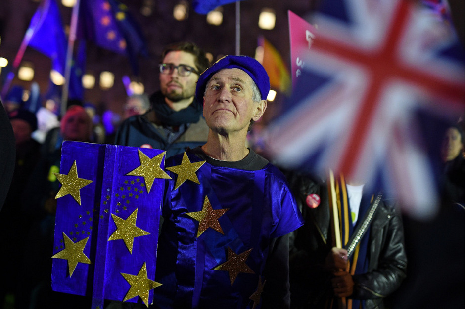Anti-Brexit-Aktivisten vor dem Parlament in London.