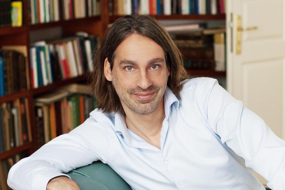 """Der deutsche Philosoph Richard David Precht sieht eine """"Banalisierung des geistigen Eigentums durch unbegrenzte Kopierbarkeit""""."""