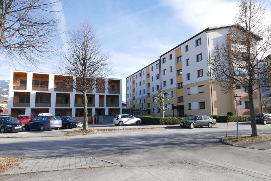 Neu (links) neben alt im Lienzer Grafenanger: Wohnungsneubauten boomen, während alte Wohnungen immer wieder leer bleiben.