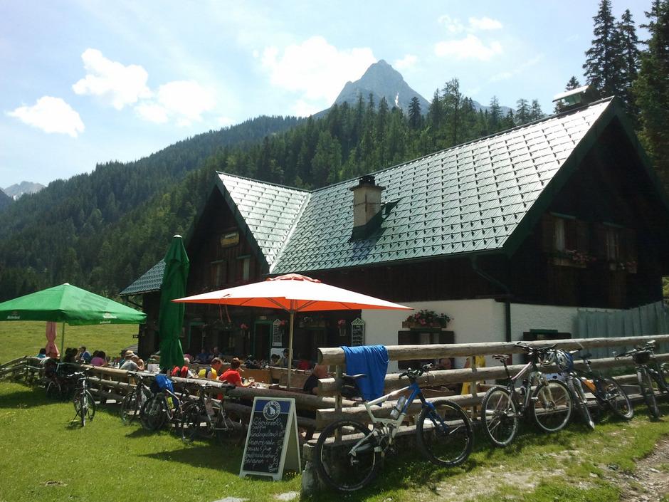 Die Möslalm im Karwendel ist im Besitz der Stadt Innsbruck. Mit der Sommersaison soll es dort zu einem Pächterwechsel kommen.
