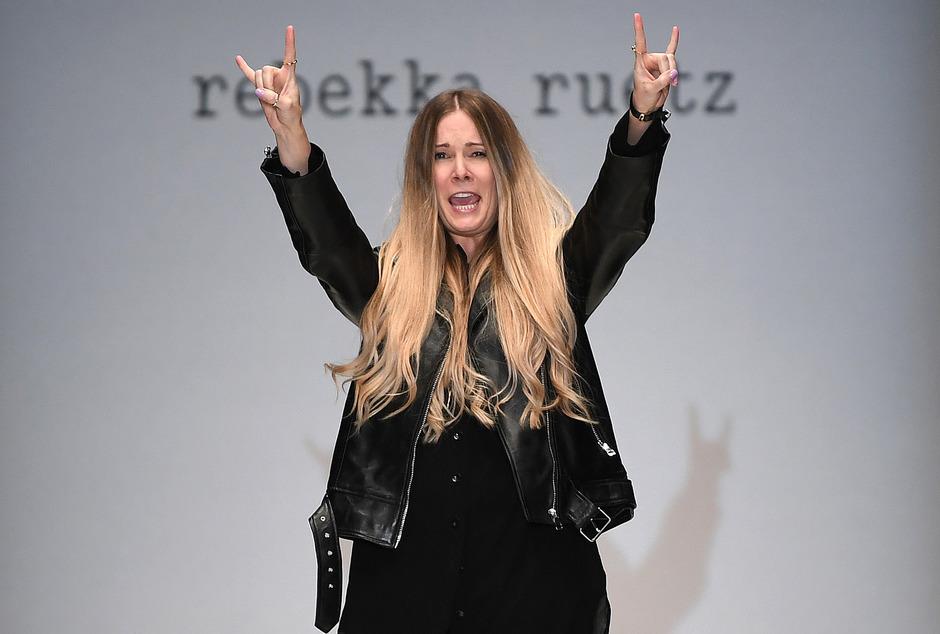 Die Tirolerin Rebekka Ruetz präsentiert ihre Kollektionen seit 2011 zweimal jährlich auf der Fashion Week in Berlin.