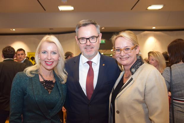 Neben den Unternehmern stießen zahlreiche Politiker auf das Jahr 2019 an, darunter  LA Barbara Schwaighofer, NR Josef Lettenbichler und NR Carmen Schimanek.
