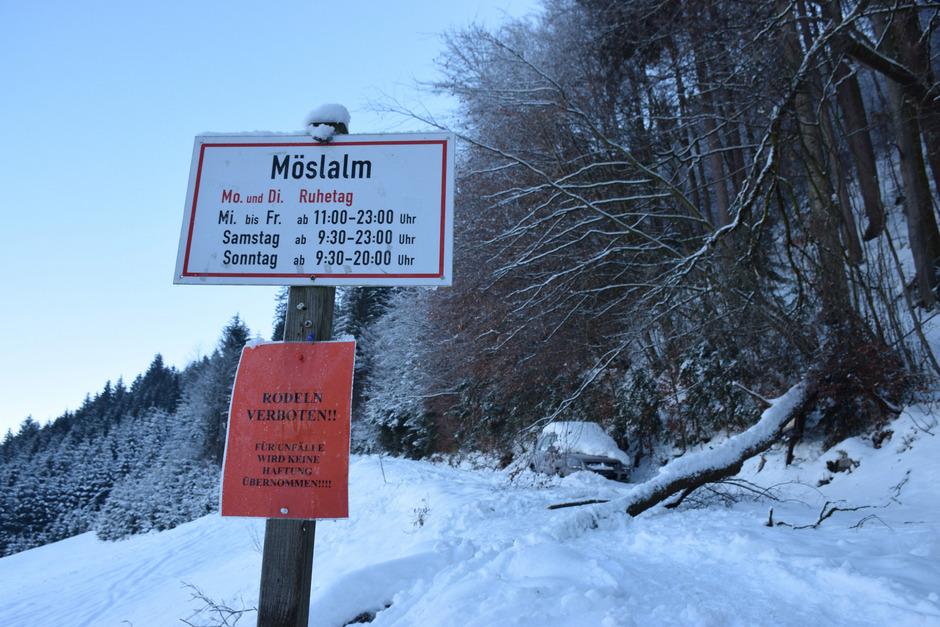 Umgestürzte Bäume hätten die Rodelbahn in den vergangenen Tagen ohnehin unbenützbar gemacht.