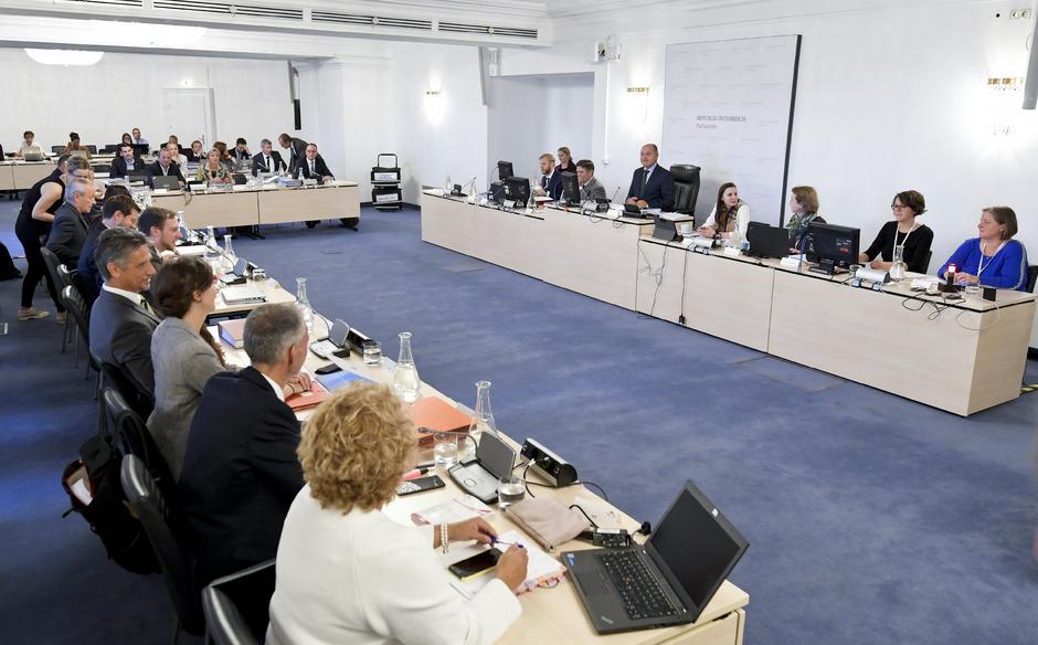 U-Ausschussteilnehmer im Rahmen einer Sitzung des Eurofighter-U-Ausschusses im Parlament in Wien. (Archivfoto)