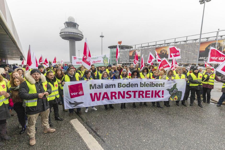 Verdi und die Gewerkschaft DBB hatten am Dienstag acht deutsche Flughäfen (im Bild der Flughafen Hannover) mit Warnstreiks teilweise lahmgelegt.
